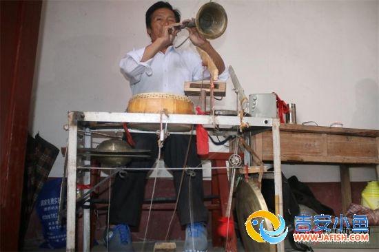 遂川七旬老人玩转多种乐器