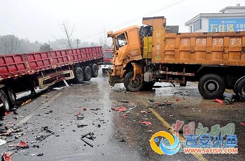 峡江:卡车与挂车相撞
