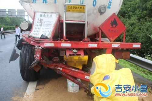 货车追尾槽罐车致29.3吨粗苯泄漏